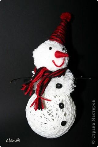 вот такой снеговичок получился из ниток. фото 2