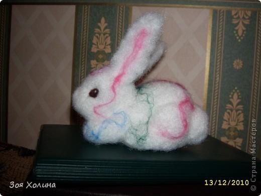 """Была на выставке """"ЛАДЬЯ-2010"""" и под впечатлением от раздела """"Шерстиваль"""" решила попробовать валять. И вот какие получились сувениры к Новому 2011 Году  - году Кролика. фото 3"""