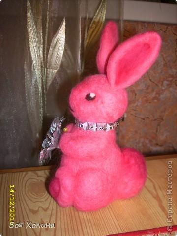 """Была на выставке """"ЛАДЬЯ-2010"""" и под впечатлением от раздела """"Шерстиваль"""" решила попробовать валять. И вот какие получились сувениры к Новому 2011 Году  - году Кролика. фото 1"""