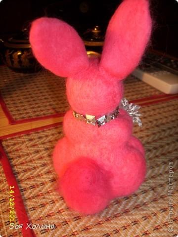 """Была на выставке """"ЛАДЬЯ-2010"""" и под впечатлением от раздела """"Шерстиваль"""" решила попробовать валять. И вот какие получились сувениры к Новому 2011 Году  - году Кролика. фото 2"""