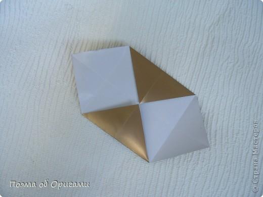 Эта модель содержит боковые карманы. Благодаря им, она запросто разместится на верхней ветке вашей новогодней елки. Эта композиция состоит из двух частей: внешней и внутренней. Все используемые квадраты одного размера (в данном случае 10х10). Для данной звезды было использовано 5 красных квадратов и 15 золотых. В данном варианте, готовая звезда в готовом виде имеет ширину 12-14см. фото 11