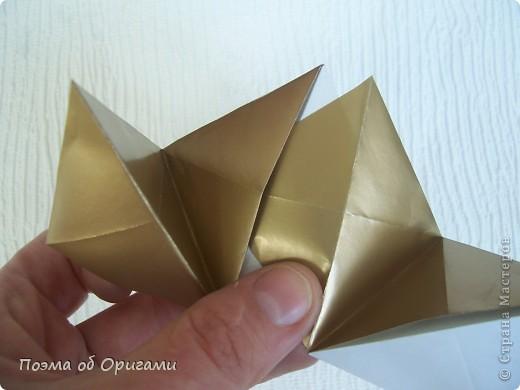 Эта модель содержит боковые карманы. Благодаря им, она запросто разместится на верхней ветке вашей новогодней елки. Эта композиция состоит из двух частей: внешней и внутренней. Все используемые квадраты одного размера (в данном случае 10х10). Для данной звезды было использовано 5 красных квадратов и 15 золотых. В данном варианте, готовая звезда в готовом виде имеет ширину 12-14см. фото 17