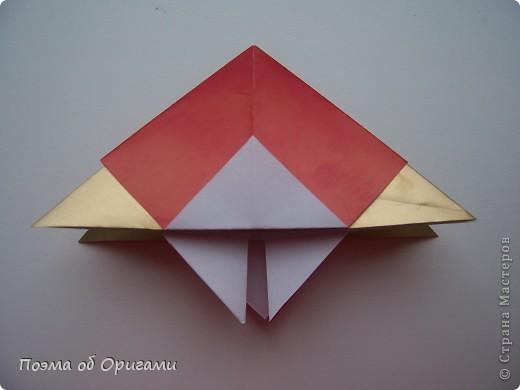 Эта модель содержит боковые карманы. Благодаря им, она запросто разместится на верхней ветке вашей новогодней елки. Эта композиция состоит из двух частей: внешней и внутренней. Все используемые квадраты одного размера (в данном случае 10х10). Для данной звезды было использовано 5 красных квадратов и 15 золотых. В данном варианте, готовая звезда в готовом виде имеет ширину 12-14см. фото 4