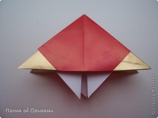 Эта модель содержит боковые карманы. Благодаря им, она запросто разместится на верхней ветке вашей новогодней елки. Эта композиция состоит из двух частей: внешней и внутренней. Все используемые квадраты одного размера (в данном случае 10х10). Для данной звезды было использовано 5 красных квадратов и 15 золотых. В данном варианте, готовая звезда в готовом виде имеет ширину 12-14см. фото 5