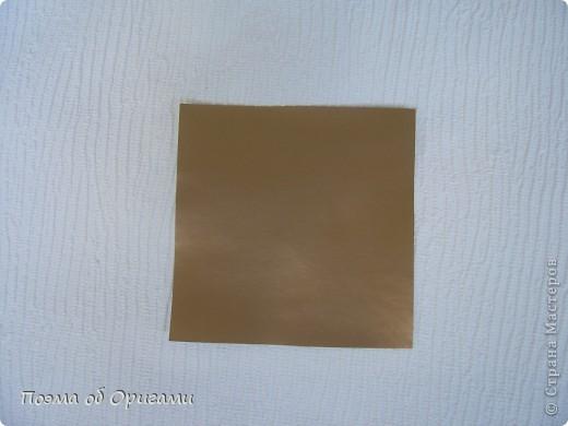 Эта модель содержит боковые карманы. Благодаря им, она запросто разместится на верхней ветке вашей новогодней елки. Эта композиция состоит из двух частей: внешней и внутренней. Все используемые квадраты одного размера (в данном случае 10х10). Для данной звезды было использовано 5 красных квадратов и 15 золотых. В данном варианте, готовая звезда в готовом виде имеет ширину 12-14см. фото 9