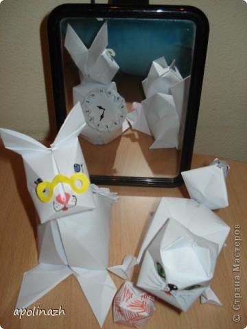 Наступает 2011 Год- год белых Кота и Кролика!  Вот мы и решили ознакомится с работами Страны Мастеров и попробовать свои силы.  А белая бумага как-нельзя кстати и такой пластичный материал!!! Нам понравилось работать, учитывая, что мы вообще впервые взялись за оригами. Вот что у нас получилось. фото 1