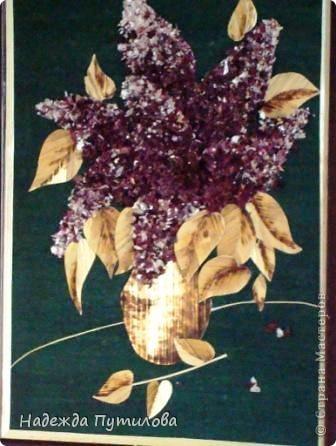 Сирень Работа выполнена из соломки и луковой шелухи.
