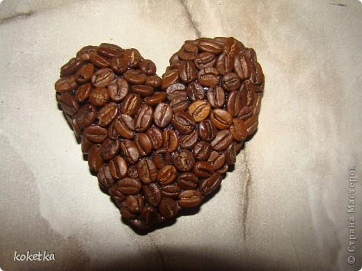 Мои первые две роботы с зернами кофе. Это дерево - сердце и сердце - магнит на холодильник.  фото 9