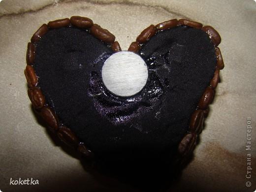 Мои первые две роботы с зернами кофе. Это дерево - сердце и сердце - магнит на холодильник.  фото 14
