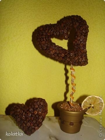 Мои первые две роботы с зернами кофе. Это дерево - сердце и сердце - магнит на холодильник.  фото 16