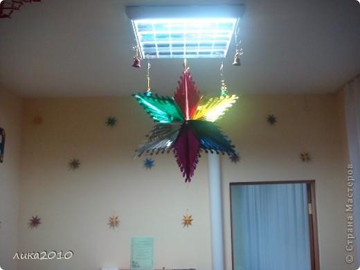 Вы уже были у меня в гостях осенью ( http://stranamasterov.ru/node/111827 ). Сменилось время года, сменился и  интерьер! Итак, зимнее праздничное настроение! Это приемная. Большая звезда покупная, маленькие самодельные. фото 1