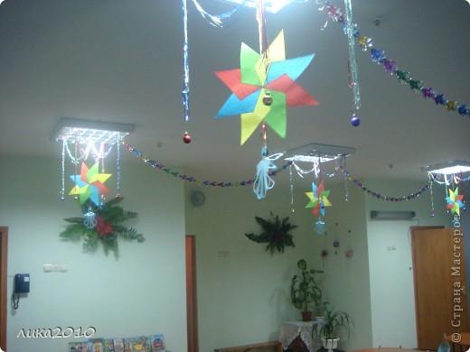 Вы уже были у меня в гостях осенью ( http://stranamasterov.ru/node/111827 ). Сменилось время года, сменился и  интерьер! Итак, зимнее праздничное настроение! Это приемная. Большая звезда покупная, маленькие самодельные. фото 6