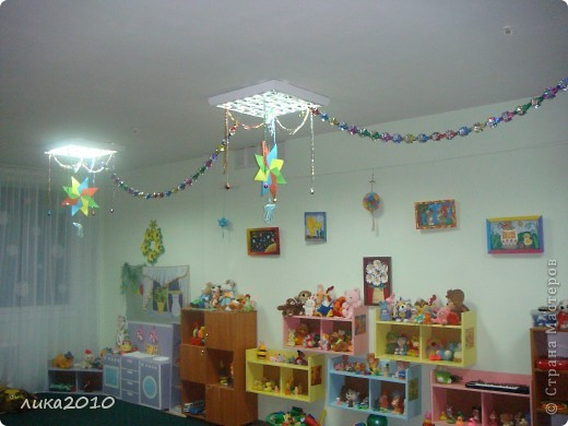 Вы уже были у меня в гостях осенью ( http://stranamasterov.ru/node/111827 ). Сменилось время года, сменился и  интерьер! Итак, зимнее праздничное настроение! Это приемная. Большая звезда покупная, маленькие самодельные. фото 7