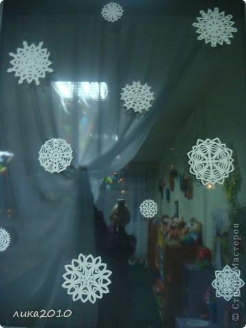 Вы уже были у меня в гостях осенью ( http://stranamasterov.ru/node/111827 ). Сменилось время года, сменился и  интерьер! Итак, зимнее праздничное настроение! Это приемная. Большая звезда покупная, маленькие самодельные. фото 9
