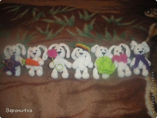 Навязала зайчат на подарочки фото 7