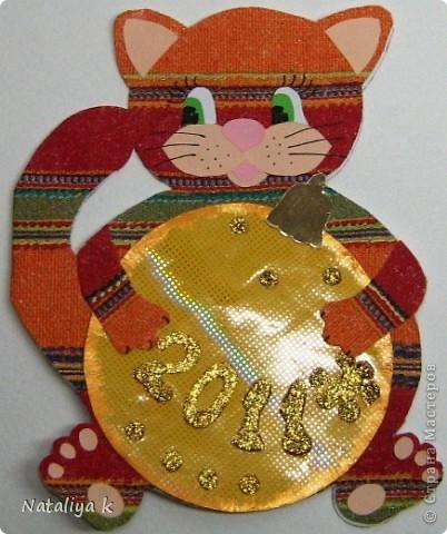 Такая открыточка к грядущим праздникам получилась.Вдохновил маленький рисунок котика с клубком ниток на Владиной пелёнке ))) фото 2
