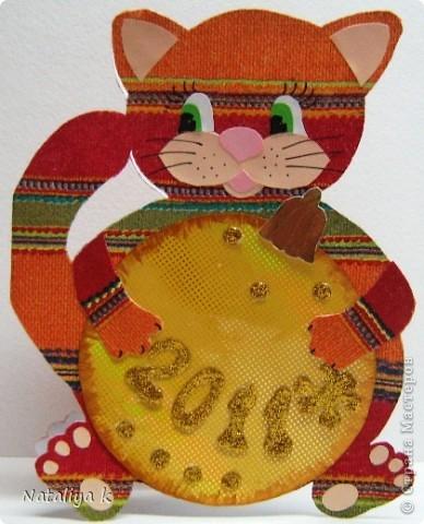 Такая открыточка к грядущим праздникам получилась.Вдохновил маленький рисунок котика с клубком ниток на Владиной пелёнке ))) фото 1