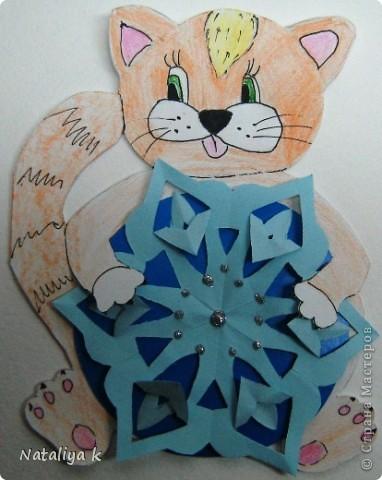 Такая открыточка к грядущим праздникам получилась.Вдохновил маленький рисунок котика с клубком ниток на Владиной пелёнке ))) фото 4
