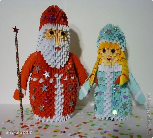 Дед Мороз с подарками под елкой фото 5