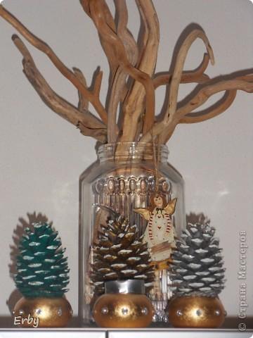 Новогодняя композиция (керамический ангел, сосновые шишки, акриловые краски, лак, держатели для салфеток, свеча, ваза с ветвями) фото 1