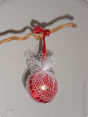 Новогодняя композиция (керамический ангел, сосновые шишки, акриловые краски, лак, держатели для салфеток, свеча, ваза с ветвями) фото 5