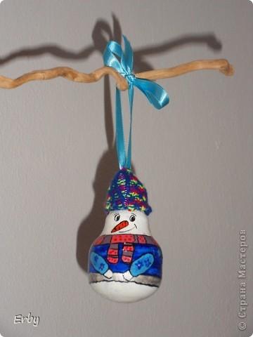 Новогодняя композиция (керамический ангел, сосновые шишки, акриловые краски, лак, держатели для салфеток, свеча, ваза с ветвями) фото 7