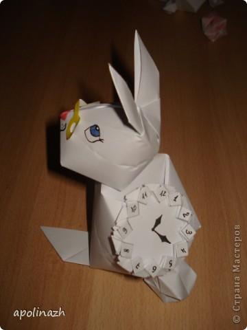 Наступает 2011 Год- год белых Кота и Кролика!  Вот мы и решили ознакомится с работами Страны Мастеров и попробовать свои силы.  А белая бумага как-нельзя кстати и такой пластичный материал!!! Нам понравилось работать, учитывая, что мы вообще впервые взялись за оригами. Вот что у нас получилось. фото 5