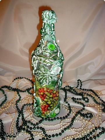Еще одна бутылочка из моей коллекции. Использовала декупаж и акриловую рельефную пасту. фото 1