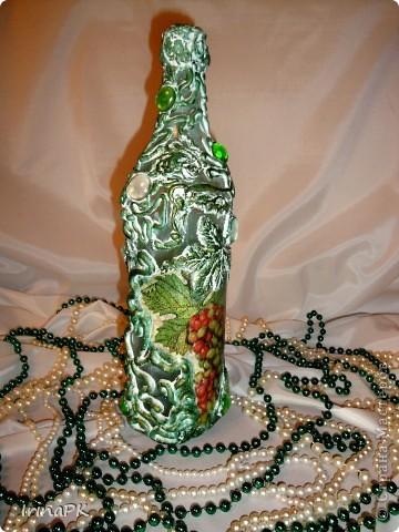 Еще одна бутылочка из моей коллекции. Использовала декупаж и акриловую рельефную пасту. фото 2