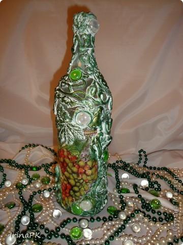 Еще одна бутылочка из моей коллекции. Использовала декупаж и акриловую рельефную пасту. фото 3