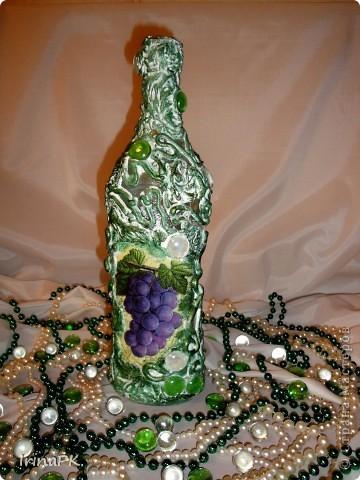 Еще одна бутылочка из моей коллекции. Использовала декупаж и акриловую рельефную пасту. фото 4