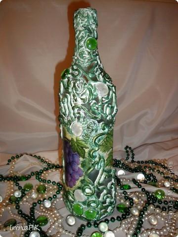 Еще одна бутылочка из моей коллекции. Использовала декупаж и акриловую рельефную пасту. фото 6