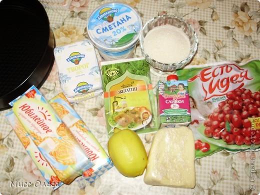 Рецепт.                                                                                                       - -печенье 300 гр.,  - масло сливочное 180 гр.,  - вишня 300 гр (200 гр. в начинку + 100 гр. для украшения),  - творог 400 гр.,  - сахар 300 гр. (150 гр. для сиропа + 150 гр. в начинку),  - сметана 250 гр.,  - сливки 20% 200 мл.,  - цедра и сок лимона,  - желатин 8 чайных ложек. фото 2