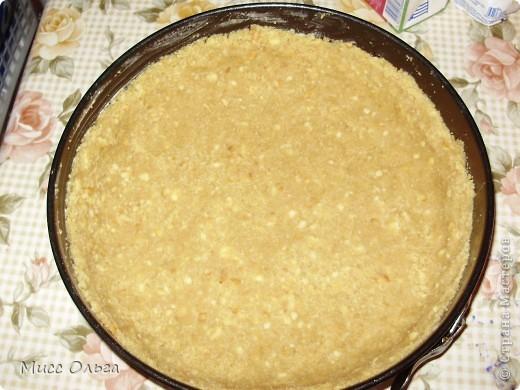 Рецепт.                                                                                                       - -печенье 300 гр.,  - масло сливочное 180 гр.,  - вишня 300 гр (200 гр. в начинку + 100 гр. для украшения),  - творог 400 гр.,  - сахар 300 гр. (150 гр. для сиропа + 150 гр. в начинку),  - сметана 250 гр.,  - сливки 20% 200 мл.,  - цедра и сок лимона,  - желатин 8 чайных ложек. фото 4
