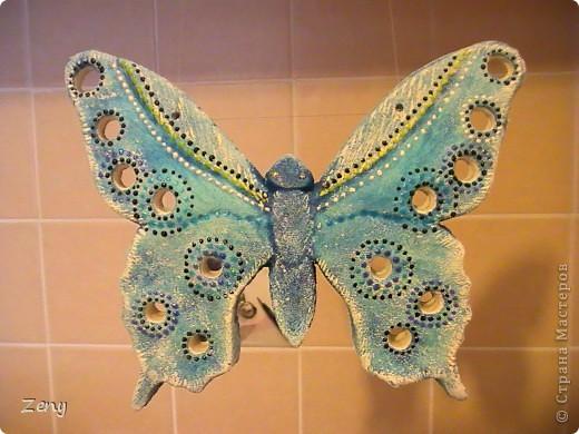 Новый год на носу,а у нас разлетались бабочки и стрекозы.  Стрекоза это готовый витраж,но именно она натолкнула меня на изготовление этой бабулечки. Извините что спиной. фото 4