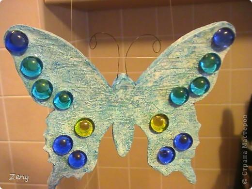 Новый год на носу,а у нас разлетались бабочки и стрекозы.  Стрекоза это готовый витраж,но именно она натолкнула меня на изготовление этой бабулечки. Извините что спиной. фото 3