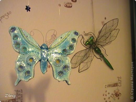 Новый год на носу,а у нас разлетались бабочки и стрекозы.  Стрекоза это готовый витраж,но именно она натолкнула меня на изготовление этой бабулечки. Извините что спиной. фото 2