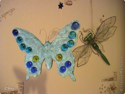 Новый год на носу,а у нас разлетались бабочки и стрекозы.  Стрекоза это готовый витраж,но именно она натолкнула меня на изготовление этой бабулечки. Извините что спиной. фото 1