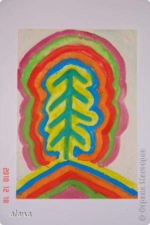 """Накануне зимних праздников все мы находимся в ожидании чудес. Вот и ребята """"колдовали"""" над своими елочками, украшая их самыми разными цветами. Жаль, что не успели на уроке украсить каждый слой каким- либо узором (можно фломастером) Эту идею необычной елочки предложила Серикова И.А.  http://inka.duma.midural.ru/  фото 2"""