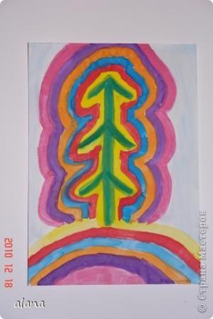 """Накануне зимних праздников все мы находимся в ожидании чудес. Вот и ребята """"колдовали"""" над своими елочками, украшая их самыми разными цветами. Жаль, что не успели на уроке украсить каждый слой каким- либо узором (можно фломастером) Эту идею необычной елочки предложила Серикова И.А.  http://inka.duma.midural.ru/  фото 1"""