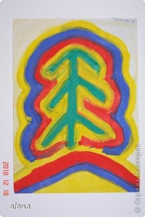 """Накануне зимних праздников все мы находимся в ожидании чудес. Вот и ребята """"колдовали"""" над своими елочками, украшая их самыми разными цветами. Жаль, что не успели на уроке украсить каждый слой каким- либо узором (можно фломастером) Эту идею необычной елочки предложила Серикова И.А.  http://inka.duma.midural.ru/  фото 3"""