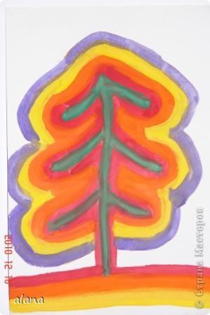 """Накануне зимних праздников все мы находимся в ожидании чудес. Вот и ребята """"колдовали"""" над своими елочками, украшая их самыми разными цветами. Жаль, что не успели на уроке украсить каждый слой каким- либо узором (можно фломастером) Эту идею необычной елочки предложила Серикова И.А.  http://inka.duma.midural.ru/  фото 5"""