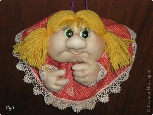 Мои первые куколки на удачу. Эта скромница - моя. Висит на самом видном месте, и пользуется уважением всей семьи. фото 3