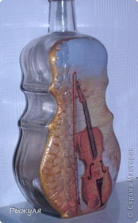 Моя любимая бутылочка. Яичная скорлупа и декупаж. Обрисовка золотой краской. фото 1