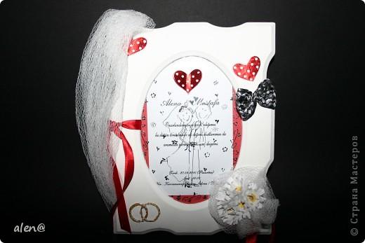 вот такую рамочку на память сделала из материала с моей свадьбы (бабочка из платочка жениха,белая ткань-с моего букета,ленточки,приглашение) фото 1
