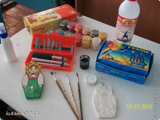 Работа выполнена из пенопласта. раскрашена гуашью и медовыми красками фото 9