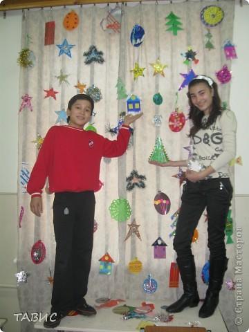Мои ученики-шестиклассники украшают наш класс к Новому году! Делали все вечером по секрету от учеников-малышей. фото 2