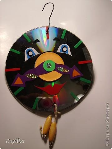 В основе-диски,украшены аппликацией из клейкой плёнки фото 4