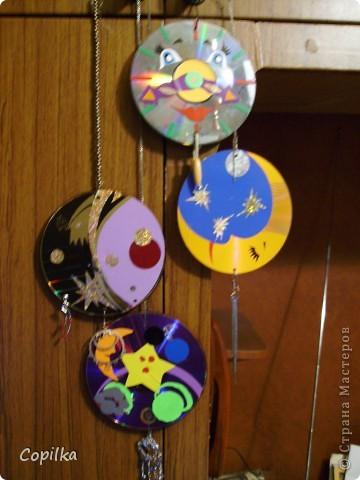 В основе-диски,украшены аппликацией из клейкой плёнки фото 7