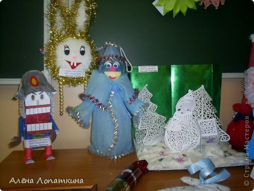 На школьной выставке поделок к Новому году. фото 4